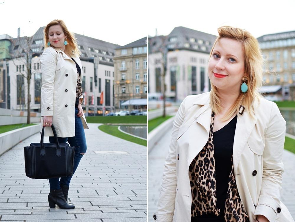 Trenchcoat-Ripped-Jeans-Breuninger-Düsseldorf-Outfit-Puppenzirkus-Felltasche-Ponybag-Leopard-Blonde-Woman (4)-tile