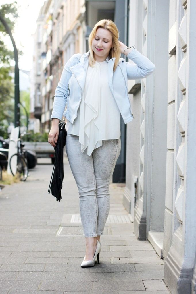 Outfit_chrystall_opening_outfit_metallic_fringe_bag_blonde_babyblue (2)