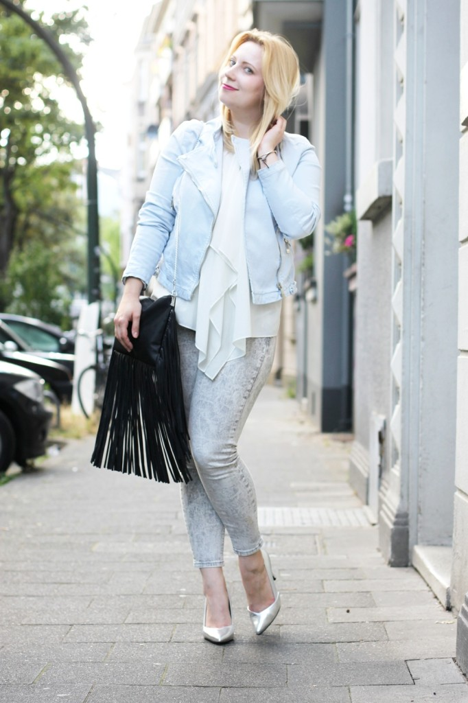 Outfit_chrystall_opening_outfit_metallic_fringe_bag_blonde_babyblue (5)