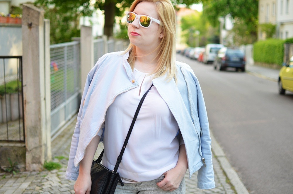 mirrored-pastel-biker-jacket-moschino-bunny-case-iphone-lackschuhe-puppenzirkus-triobag-outfit-summer (11)