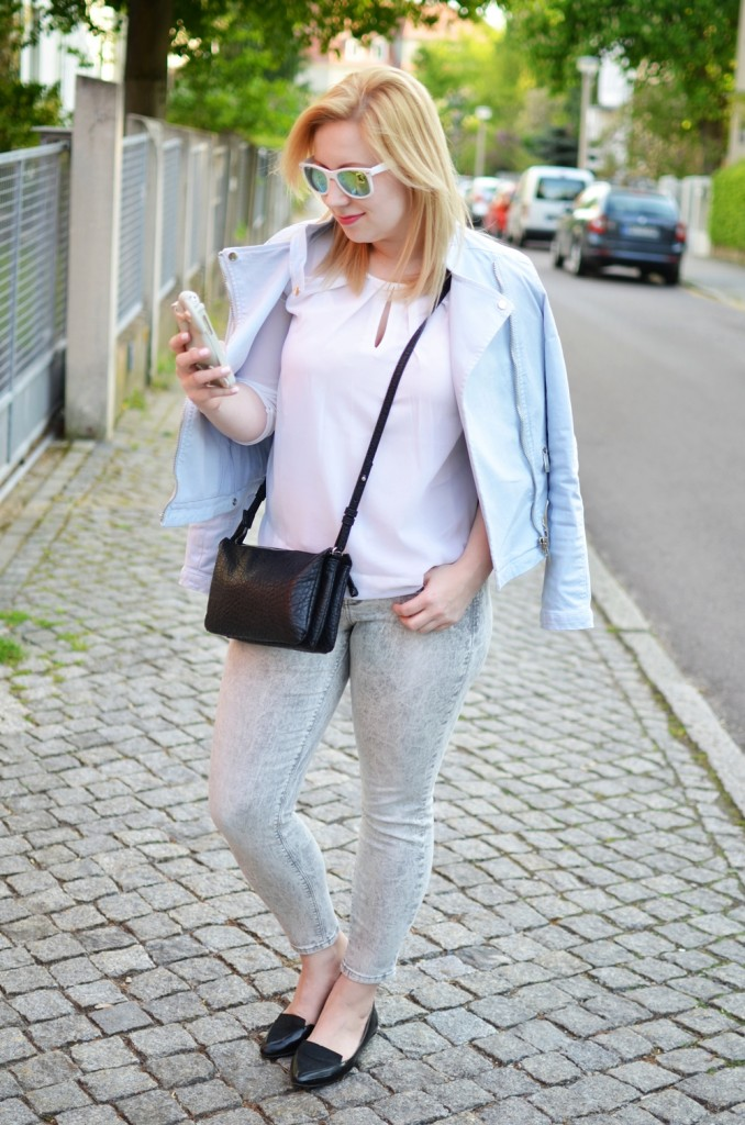 mirrored-pastel-biker-jacket-moschino-bunny-case-iphone-lackschuhe-puppenzirkus-triobag-outfit-summer (4)
