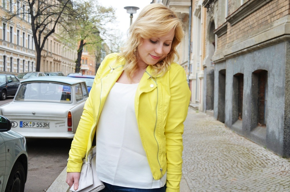 yellow-leather-jacket-ripped-jeans-ootd-outfit-puppenzirkus-ally (4)
