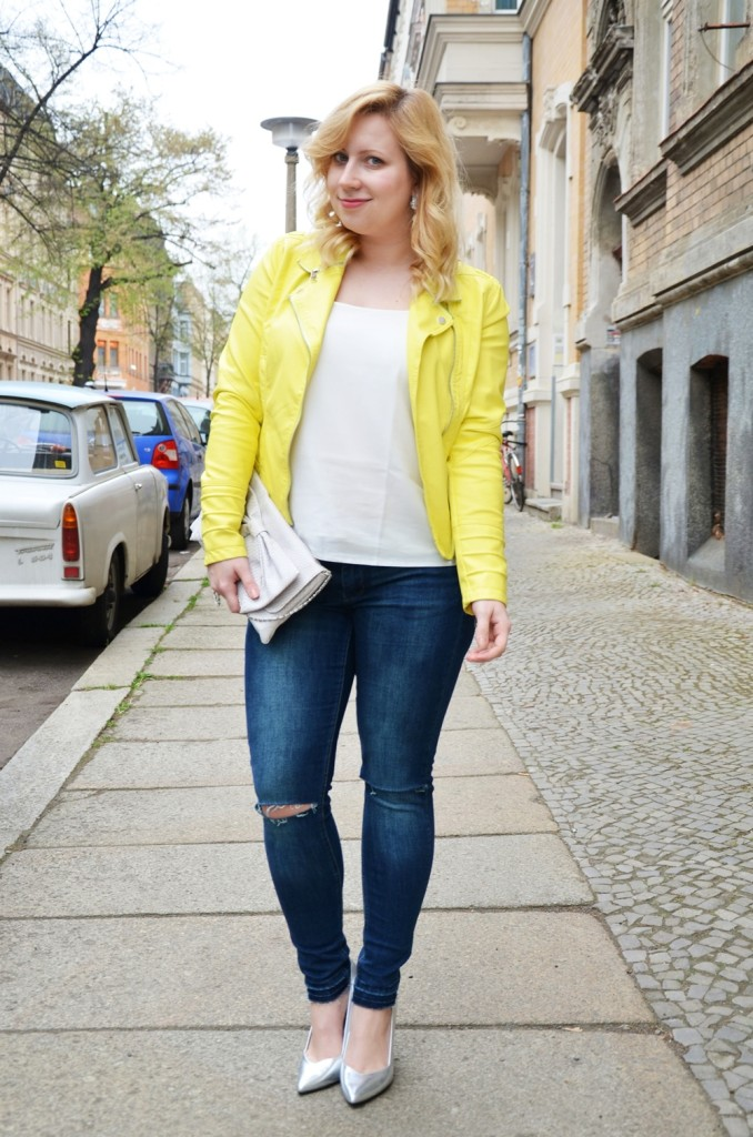 yellow-leather-jacket-ripped-jeans-ootd-outfit-puppenzirkus-ally