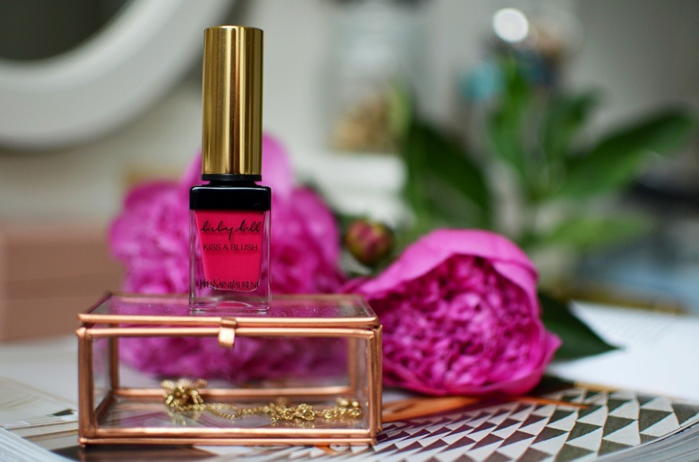 Yves Saint Laurent-Kiss and Blush-Babydoll-Lips and Cheeks-Review-Saint Laurent-Lipstick-Fuchsia-Matte-Pink-Puppenzirkus (6)