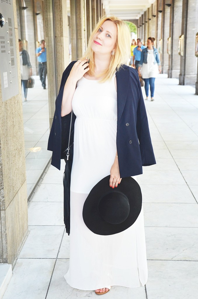 Outfit-White-Sheer-Dress-Double-Breasted-Blazer-Floppy-Hat-Schlapphut-Fringe-Bag-puppenzirkus-Ally-ootd-fashionblogger-look (11)