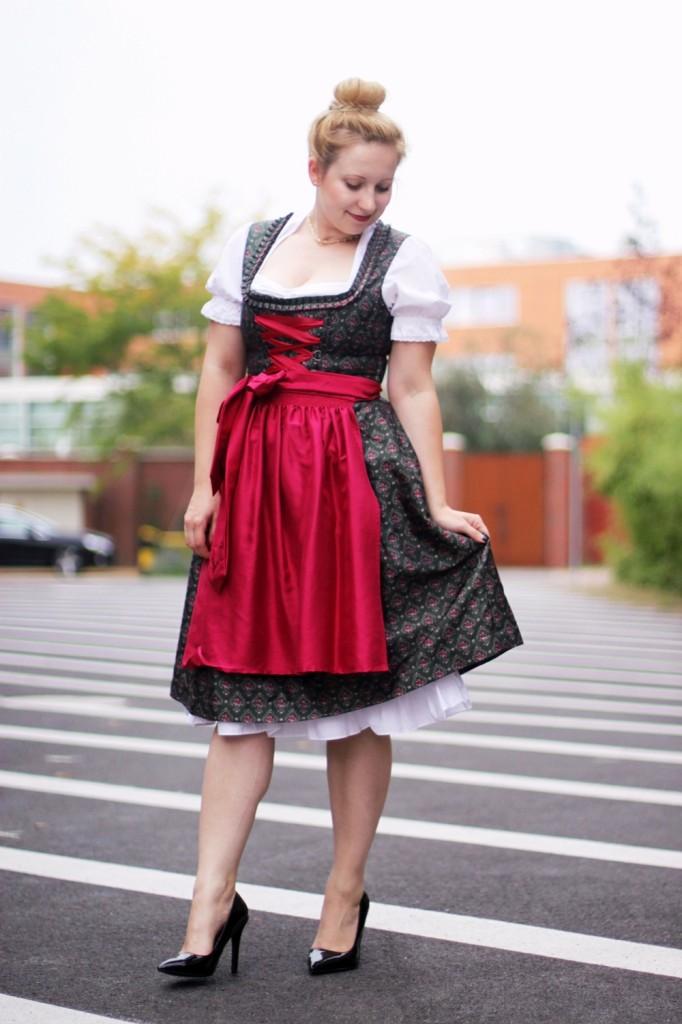 Wiesn-2014-Ally-Dirndl-Trachten-Oktoberfest-Style-Wiesnlook-Hallhuber-Seide-O (3)