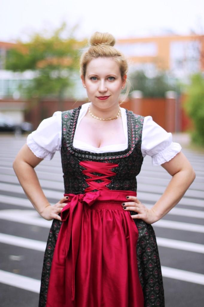 Wiesn-2014-Ally-Dirndl-Trachten-Oktoberfest-Style-Wiesnlook-Hallhuber-Seide-O (7)