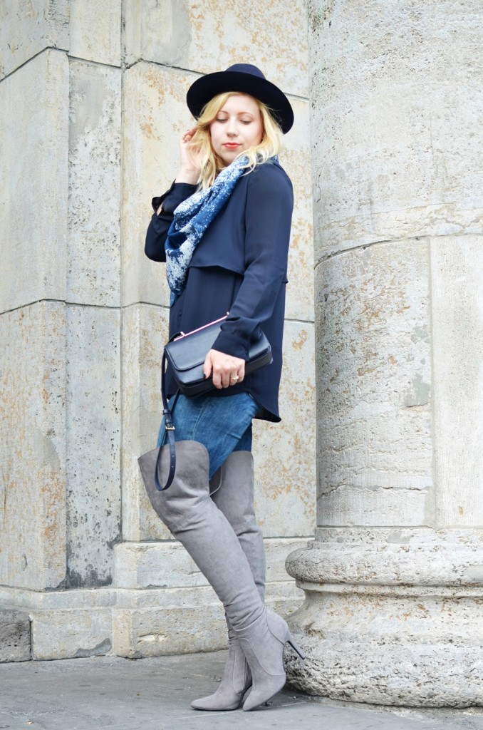 grey-overknees-booties-overknee-wildleder-wild-dusted-coat-fedora-look-style-puppenzirkus (11)