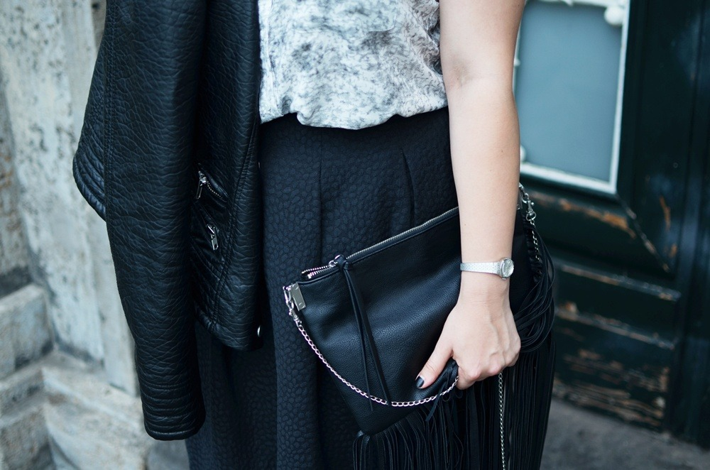 Marble_Look_Outfit_Blouse_Marmor_Notice_Skandinavisch_Dänisch_Braided_Bun_Updo_Midi_Skirt_Fringe_Bag_Ally_Puppenzirkus (6)