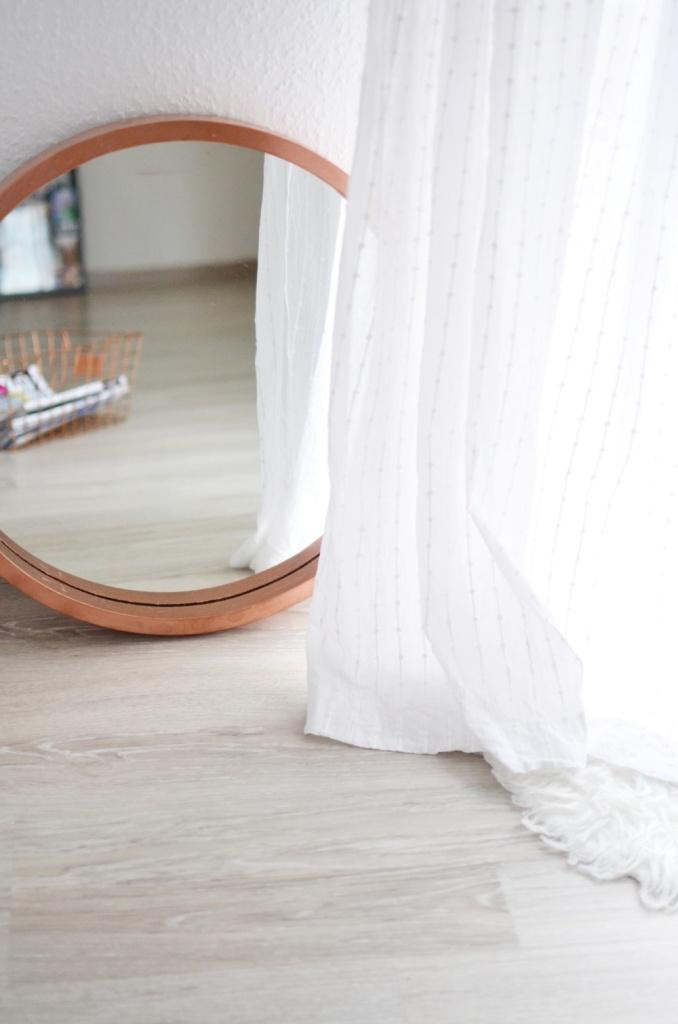 living-room-skandinavisch-stil-wohnzimmer-interior-copper-white-kaktus-cozy-plaid-sofa-ektorp-ikea-diy-selfmade-puppenzirkus-homestory (10)