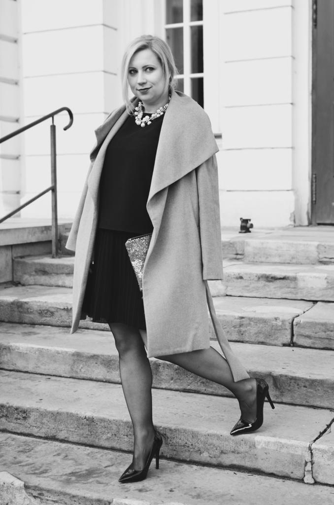 christmas-look-puppenzirkus-weihnachtsoutfit-heiligabend-outfit-look-2014-fashionblogger-black-dress (2)
