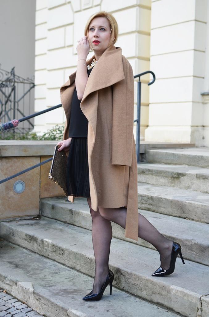christmas-look-puppenzirkus-weihnachtsoutfit-heiligabend-outfit-look-2014-fashionblogger-black-dress (3)