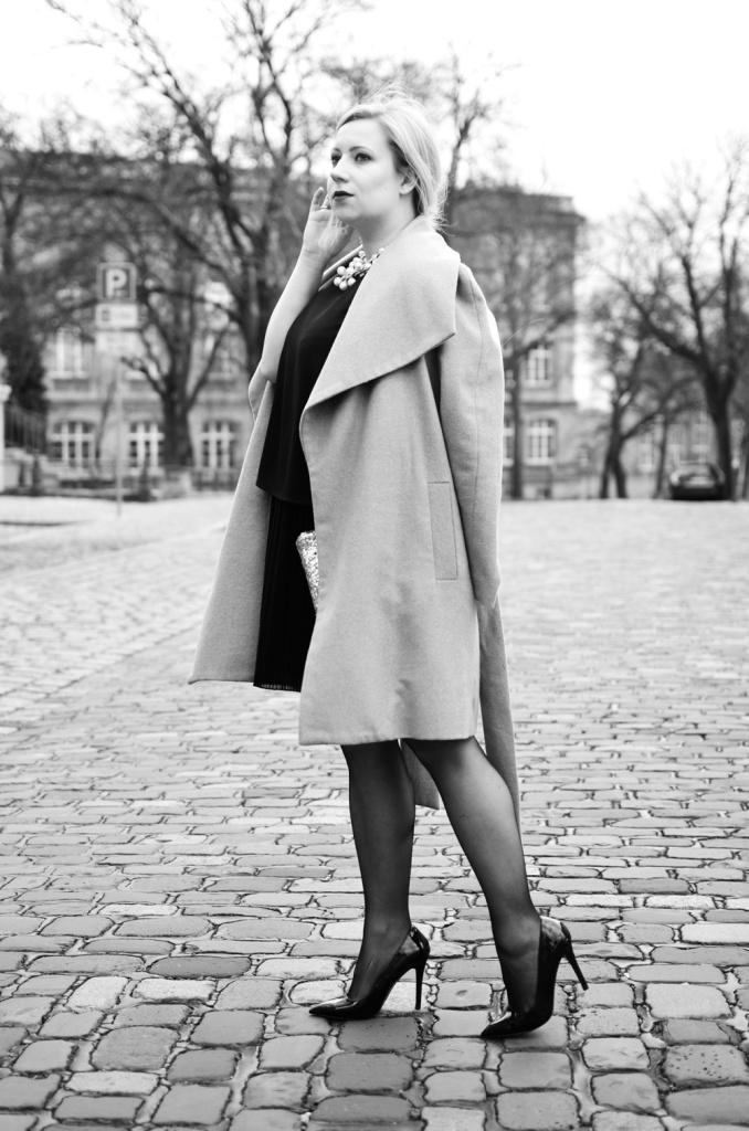 christmas-look-puppenzirkus-weihnachtsoutfit-heiligabend-outfit-look-2014-fashionblogger-black-dress (7)