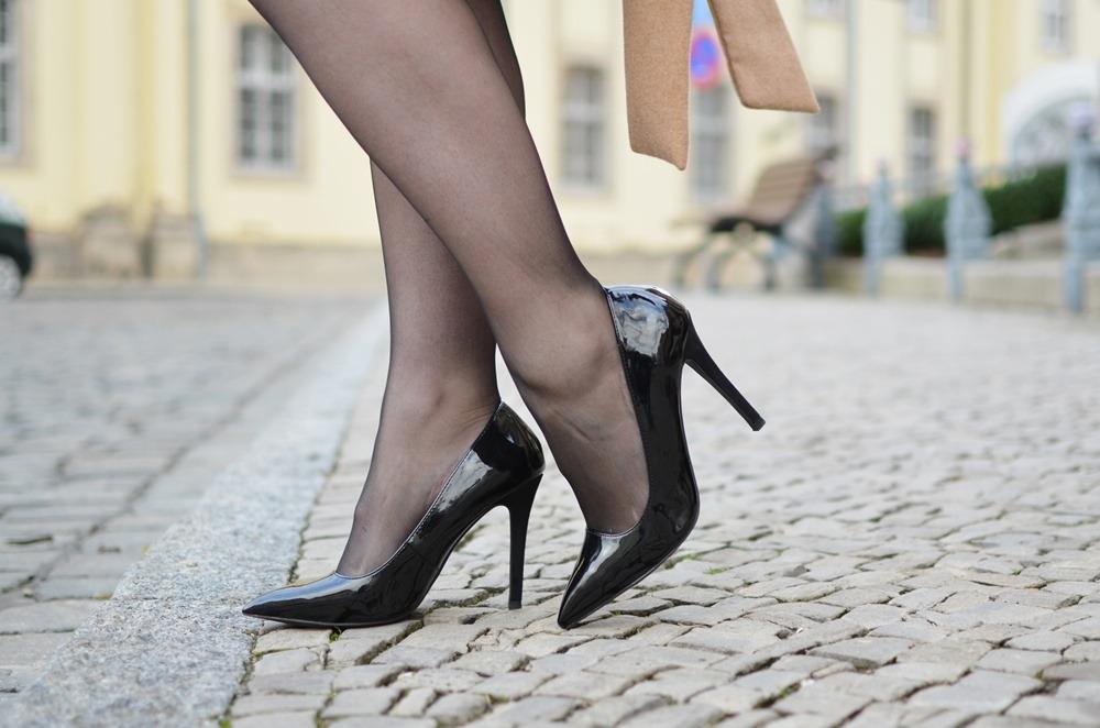 christmas-look-puppenzirkus-weihnachtsoutfit-heiligabend-outfit-look-2014-fashionblogger-black-dress (8)