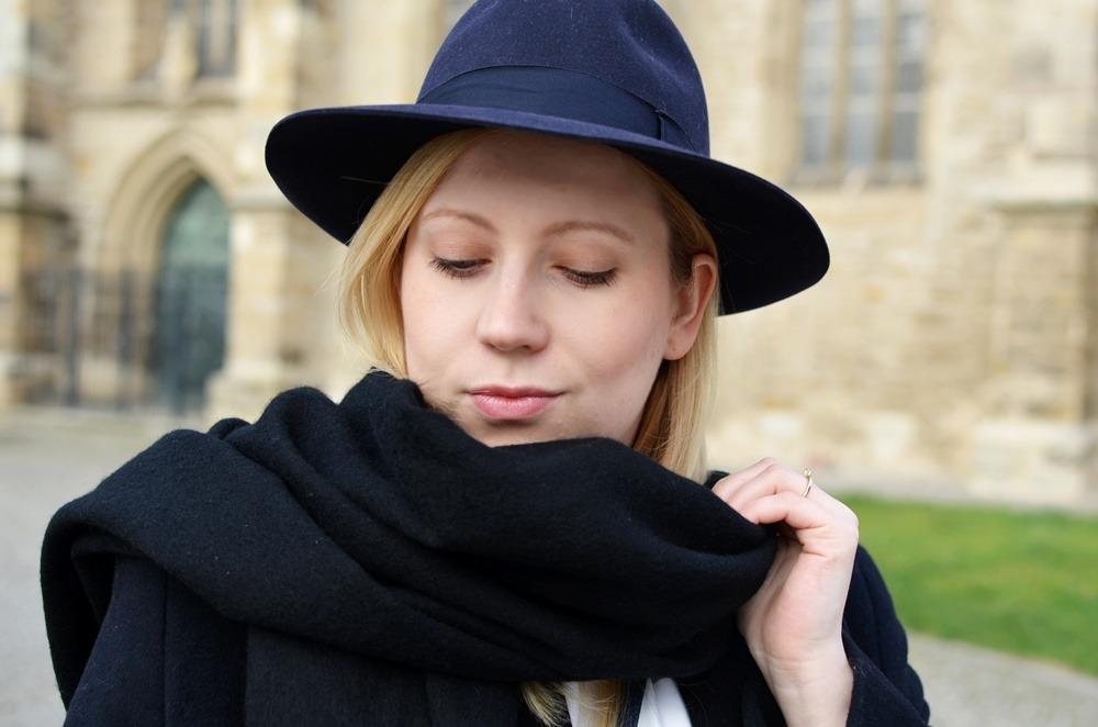 outfit-longcoat-superstars-II-allwhite-adidas-fedora-hat-scarf-wool-acne-winter-januar2015-look-fashionblogger-streetstyle-casual-sporty-fashion-style (10)
