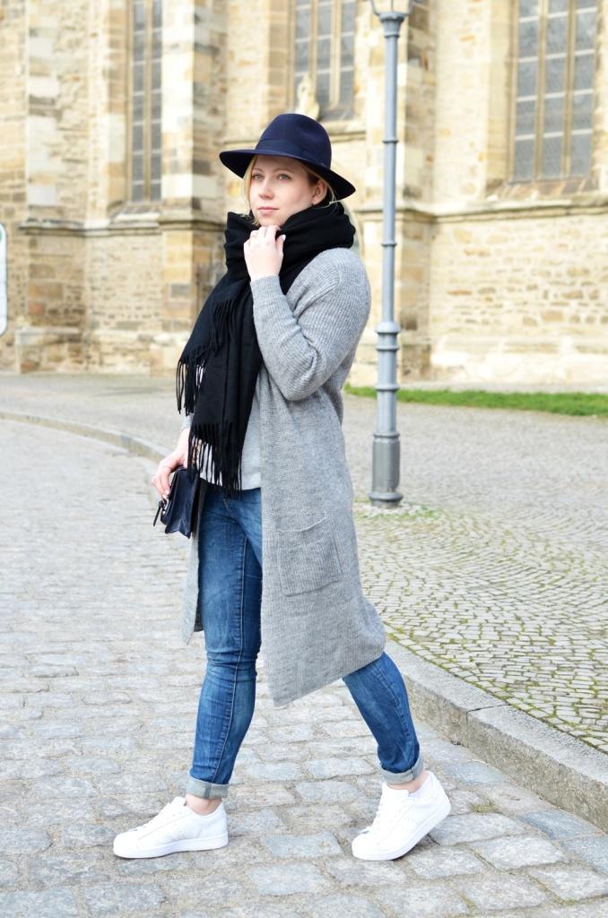 outfit-longcoat-superstars-II-allwhite-adidas-fedora-hat-scarf-wool-acne-winter-januar2015-look-fashionblogger-streetstyle-casual-sporty-fashion-style (13)