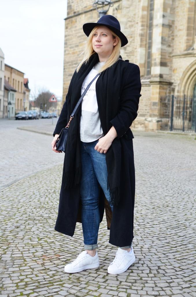 outfit-longcoat-superstars-II-allwhite-adidas-fedora-hat-scarf-wool-acne-winter-januar2015-look-fashionblogger-streetstyle-casual-sporty-fashion-style (2)