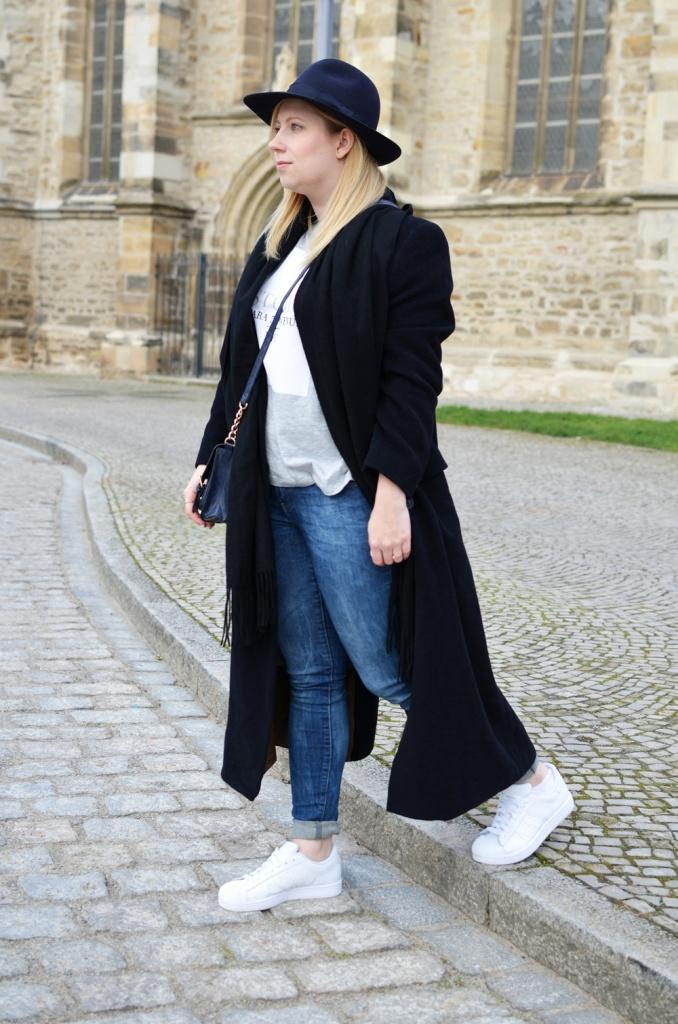 outfit-longcoat-superstars-II-allwhite-adidas-fedora-hat-scarf-wool-acne-winter-januar2015-look-fashionblogger-streetstyle-casual-sporty-fashion-style (3)