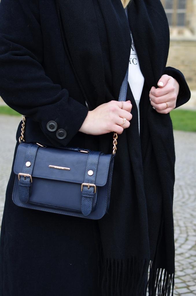 outfit-longcoat-superstars-II-allwhite-adidas-fedora-hat-scarf-wool-acne-winter-januar2015-look-fashionblogger-streetstyle-casual-sporty-fashion-style (5)