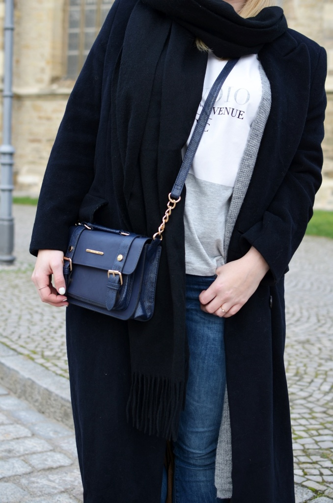 outfit-longcoat-superstars-II-allwhite-adidas-fedora-hat-scarf-wool-acne-winter-januar2015-look-fashionblogger-streetstyle-casual-sporty-fashion-style (6)