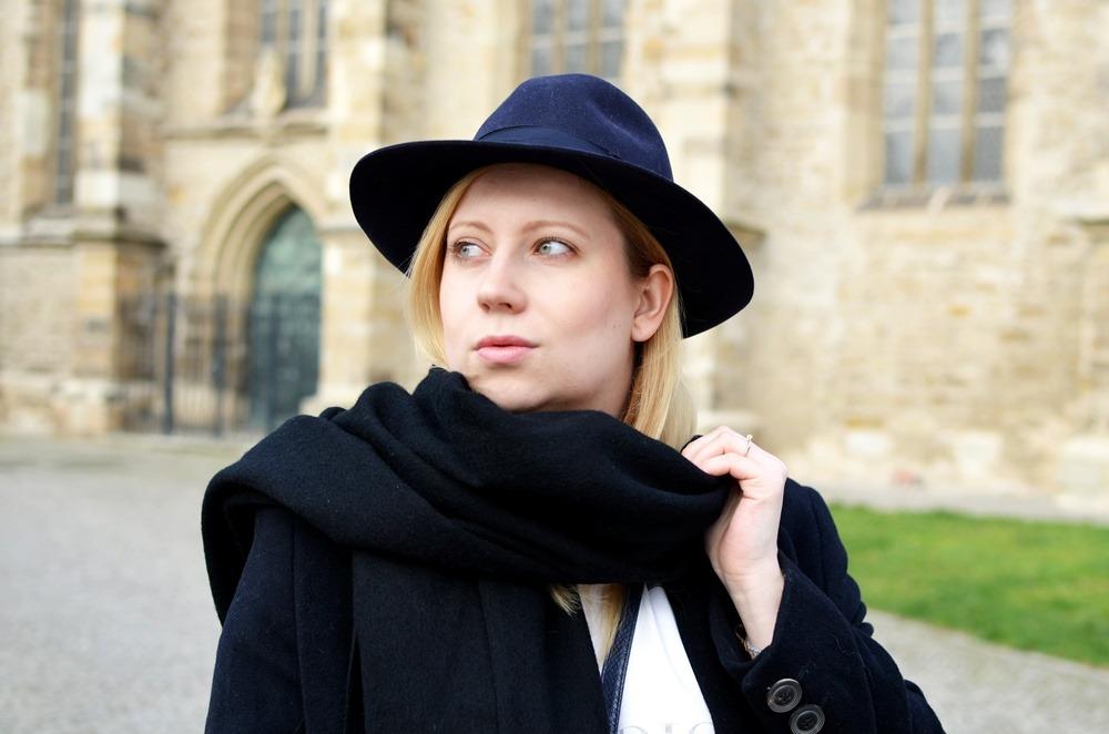 outfit-longcoat-superstars-II-allwhite-adidas-fedora-hat-scarf-wool-acne-winter-januar2015-look-fashionblogger-streetstyle-casual-sporty-fashion-style (9)