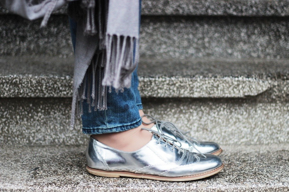 Girlfriend-Jeans-Punkte-Longblazer-Outfit-Spring-Metallic-Brogues (5)