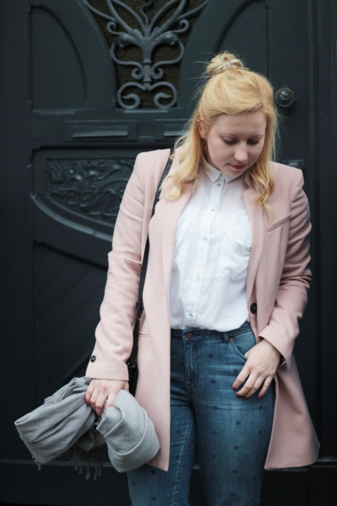 Girlfriend-Jeans-Punkte-Longblazer-Outfit-Spring-Metallic-Brogues (8)