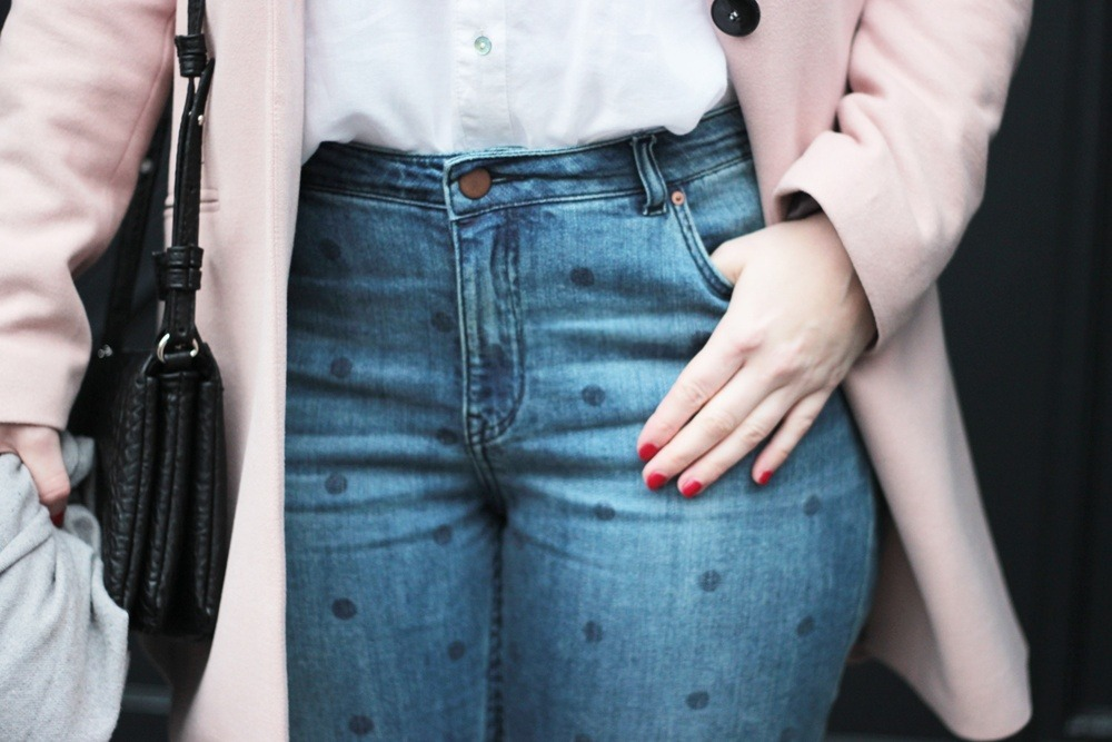 Girlfriend-Jeans-Punkte-Longblazer-Outfit-Spring-Metallic-Brogues (9)