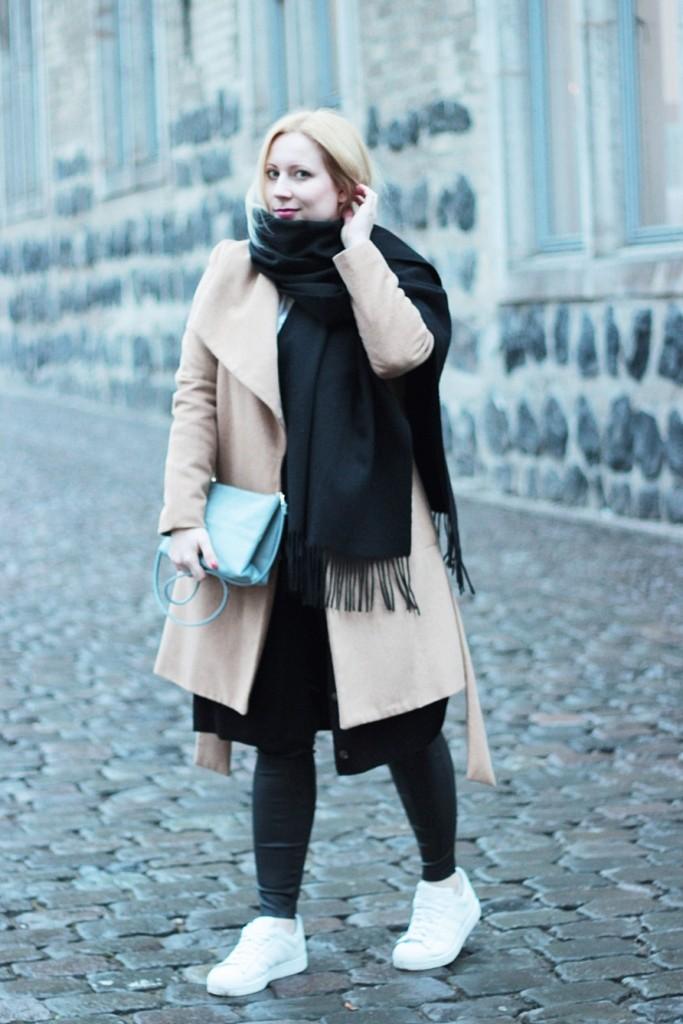 outfit-camel-coat-bag-babyblue-puppenzirkus (2)