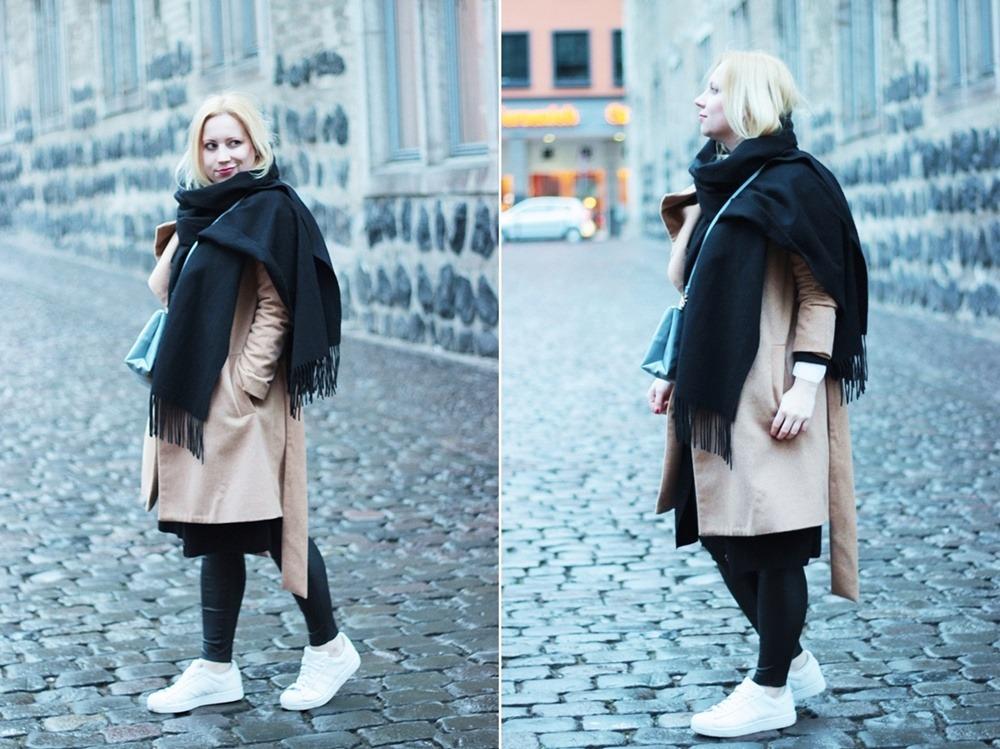 outfit-camel-coat-bag-babyblue-puppenzirkus