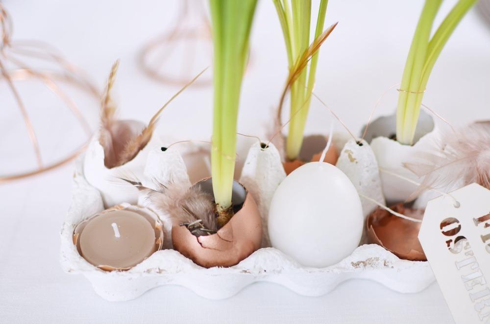 Frühstückstisch-Ostern-Brunch-puppenzirkus-Eierschalen-bepflanzt-muscari-kupfer-eier-eggs-diy (2)