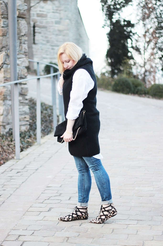 puppenzirkus-leo-office-shoes-lace-aquazurra-lookalikes-pullunder-white-blouse (4)