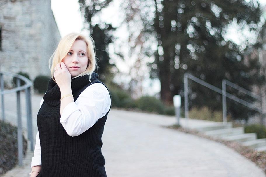 puppenzirkus-leo-office-shoes-lace-aquazurra-lookalikes-pullunder-white-blouse (7)