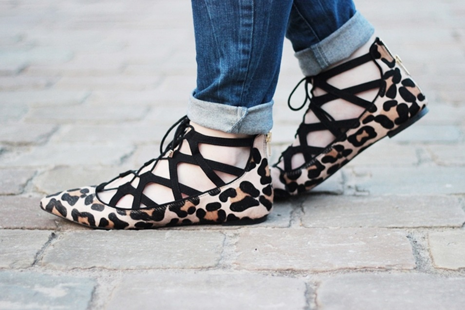puppenzirkus-leo-office-shoes-lace-aquazurra-lookalikes-pullunder-white-blouse
