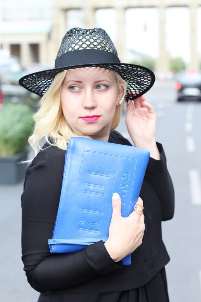 Outfit-Berlin-Fashionweek-SS16-Puppenzirkus-Brandenburger-Tor-Streetstyle-Dress-Sneaker (10)