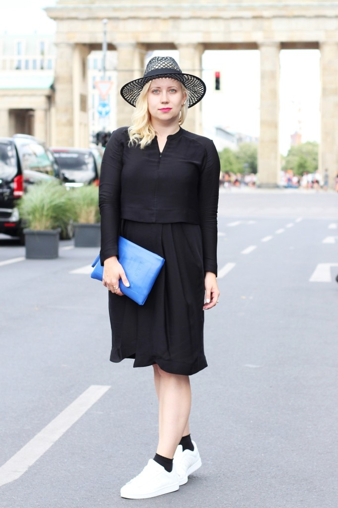 Outfit-Berlin-Fashionweek-SS16-Puppenzirkus-Brandenburger-Tor-Streetstyle-Dress-Sneaker (3)
