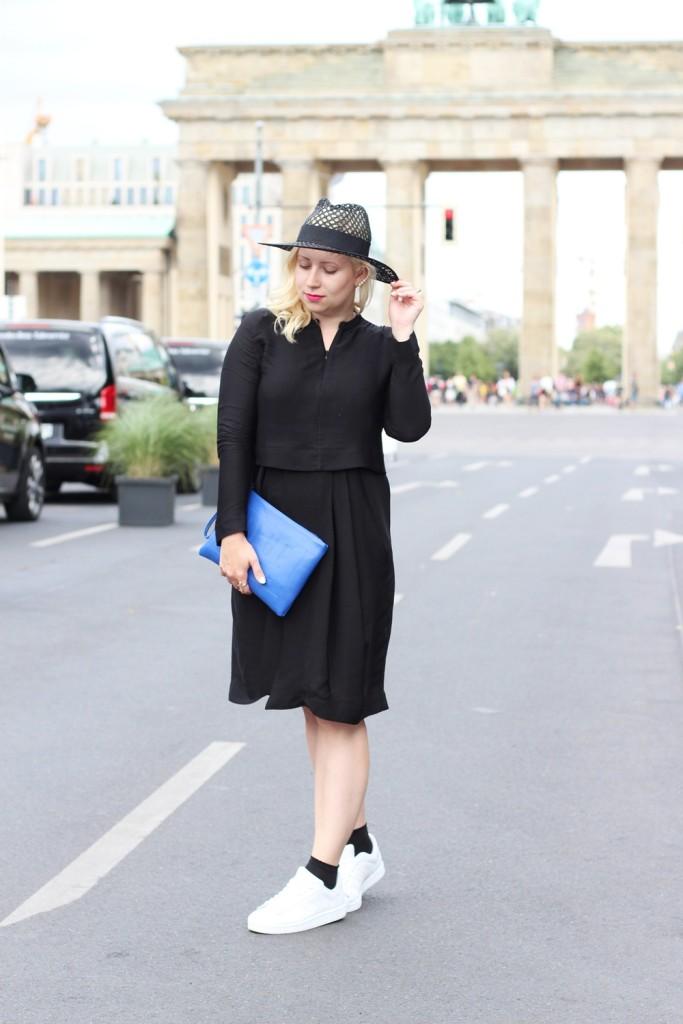 Outfit-Berlin-Fashionweek-SS16-Puppenzirkus-Brandenburger-Tor-Streetstyle-Dress-Sneaker (5)