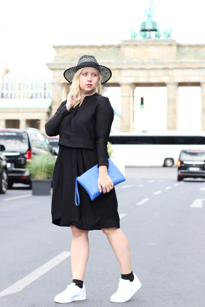 Outfit-Berlin-Fashionweek-SS16-Puppenzirkus-Brandenburger-Tor-Streetstyle-Dress-Sneaker (6)