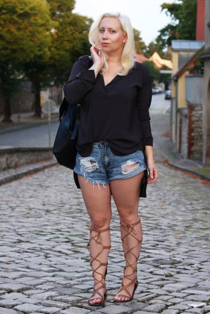 outfit-gladiator-sandal-römersandale-shorts-glamorous-blonde-boho (10)