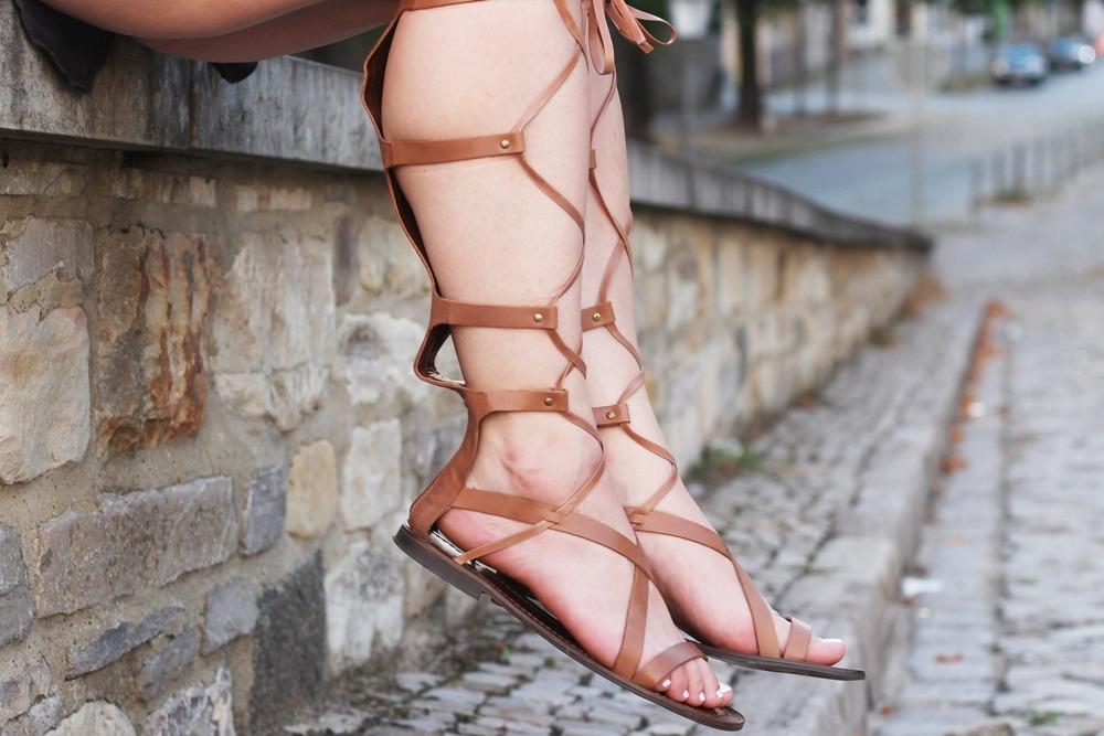 outfit-gladiator-sandal-römersandale-shorts-glamorous-blonde-boho (5)