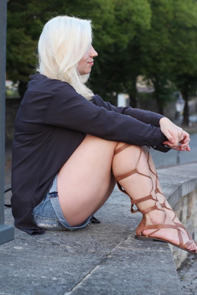 outfit-gladiator-sandal-römersandale-shorts-glamorous-blonde-boho (6)