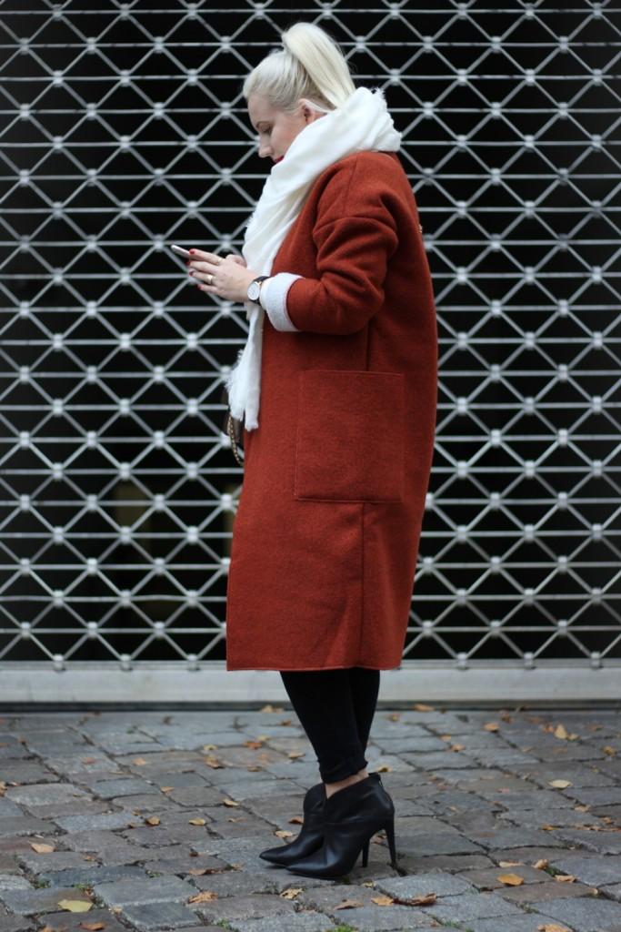 Outfit-Foxy-Coat-Ally-Puppenzirkus-Berlin-Daniel-Wellington-Heels (5)