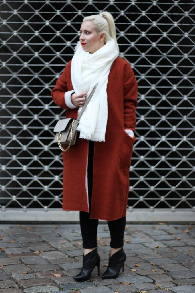 Outfit-Foxy-Coat-Ally-Puppenzirkus-Berlin-Daniel-Wellington-Heels