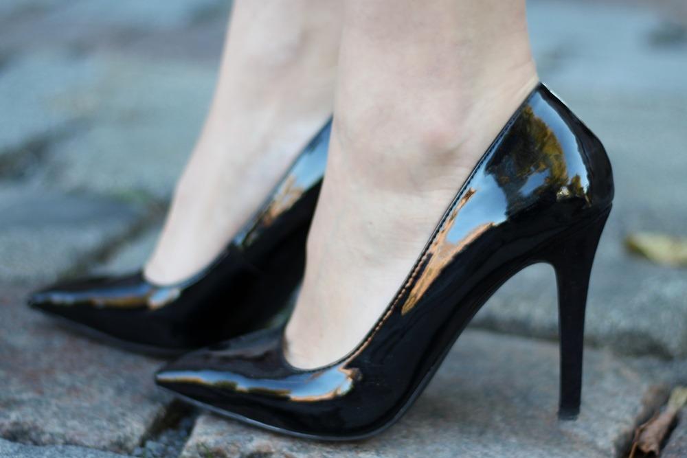 outfit-fashionblogger-autumn-blouse-vest-blazerweste-longvest-hat-fedora-blonde-puppenzirkus-heels-loosepants-glittering-strass (12)
