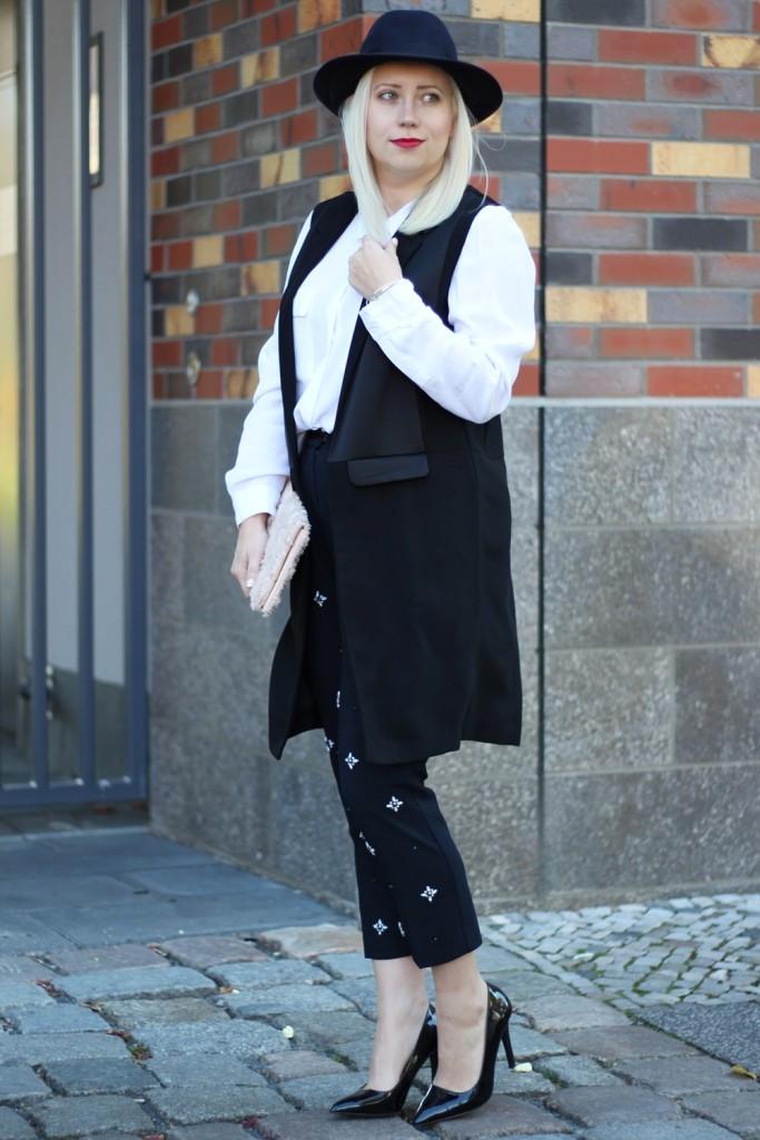 outfit-fashionblogger-autumn-blouse-vest-blazerweste-longvest-hat-fedora-blonde-puppenzirkus-heels-loosepants-glittering-strass (2)