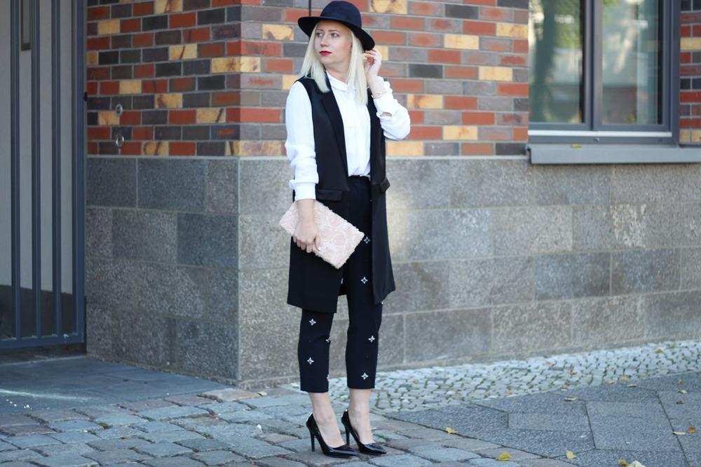outfit-fashionblogger-autumn-blouse-vest-blazerweste-longvest-hat-fedora-blonde-puppenzirkus-heels-loosepants-glittering-strass (3)