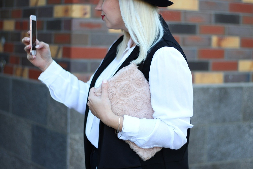outfit-fashionblogger-autumn-blouse-vest-blazerweste-longvest-hat-fedora-blonde-puppenzirkus-heels-loosepants-glittering-strass (9)