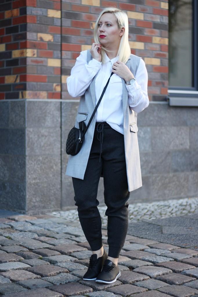 outfit-fashionblogger-muroexe-sneaker-jogpant-ripped-pants-puppenzirkus1
