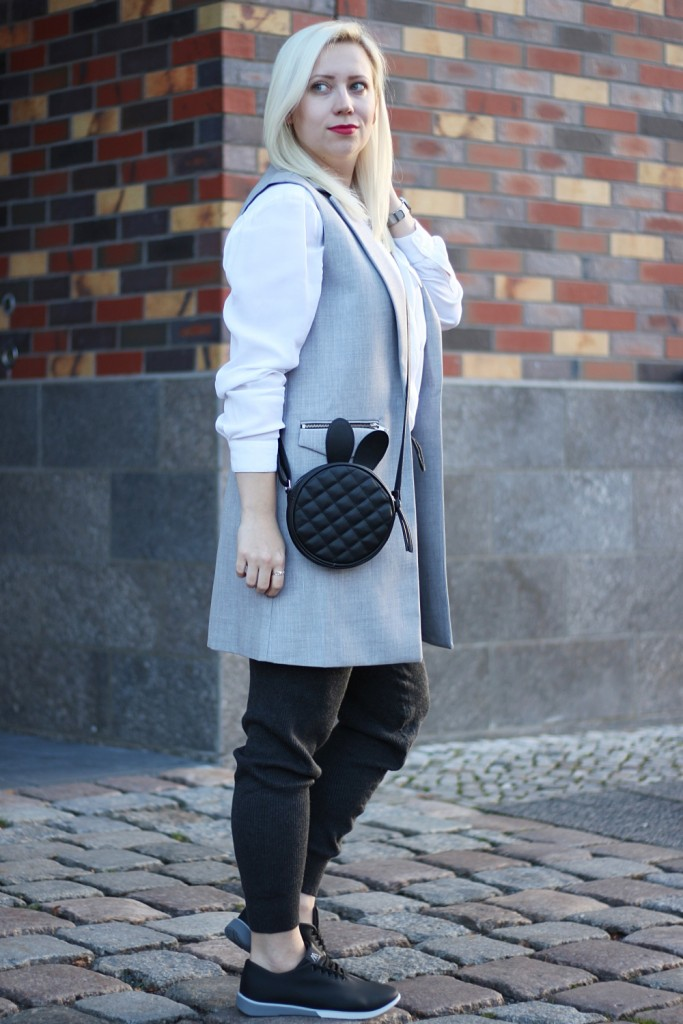 outfit-fashionblogger-muroexe-sneaker-jogpant-ripped-pants-puppenzirkus3