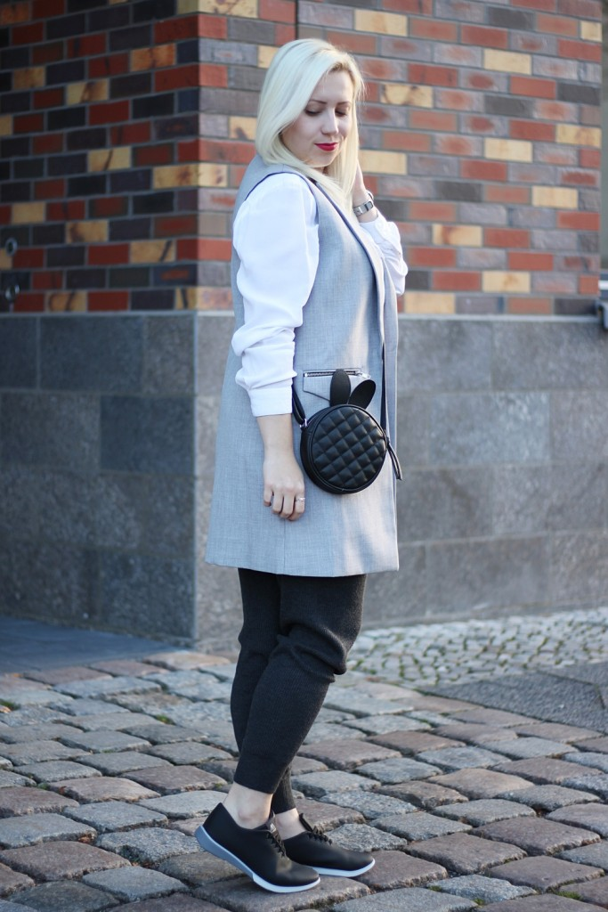 outfit-fashionblogger-muroexe-sneaker-jogpant-ripped-pants-puppenzirkus4